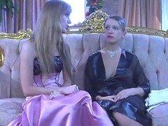 Cachonda lesbiana Denis Rosa ama comer la dulce concha de su novia usando lenceria sexy