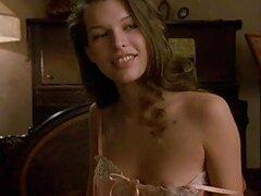 Exquisita celebridad sexy Milla Jovovich mostrandonos un poco de accion
