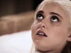 Ciego rubia adolescente Virgen follada por un falso médico negro. Ciego rubia adolescente Virgen follada por un falso médico negro que es realmente su jardinero pero no pudo resistir esa belleza de 18 año de edad
