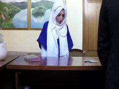 Jefe rico folla a sexy novia de árabes en habitación de hotel