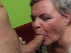 Naughty abuela grande teniendo sexo con su joven
