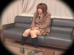 Corto Japon adolescente tonto dicked en una cámara oculta, corto y bastante japonés bimbo consigue su coño extendía muy bien en esta cámara oculta video hardcore Japon y parece bastante impresionante. Ella seguro que sabe follar.