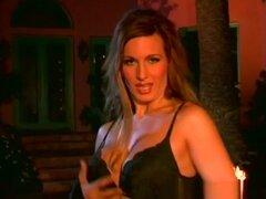 La estrella porno más caliente Cynthia Pendragon en caliente al aire libre, video de sexo facial. Aquí hay una escena de bonificación hardcore, que tiene lugar al aire libre, con la hermosa pelirroja, Cynthia Pendragon, que hará que su pargo bien afeitado