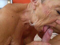 Abuela vieja paseos polla. Vieja abuela cabalga y chupa la polla y obtiene corridas