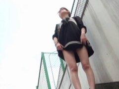 Asiáticos meando en público. Asiáticos fetichistas peludos atrapados en la leva meando en público en hd