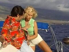 Barco al aire libre follar con una rubia realmente sexo con tetas naturales