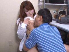 Luscious sirvienta japonesa finalmente propaga sus piernas sexy y obtiene dick - japonesa AV modelo