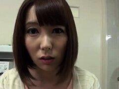 Japonesa sirvienta tiene su coño lamido y hardcore perforado