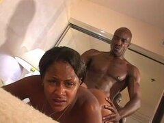 Sensual ébano perforado por el hombre negro musculoso