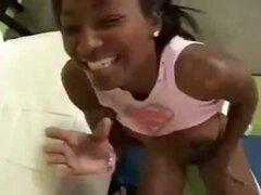 Chica negra follada por polla blanca