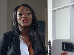 Hermosa chica negra Jai James rebota en dong de becario - Jai James