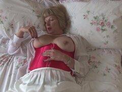 Abuela sexy con tetas grandes y chochos hambrientos