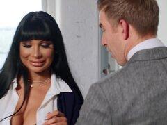 Valentina Ricci no sabía qué decirle a su jefe, así que ofreció una BJ-Valentina Ricci, Danny D