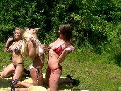 Salvaje lesbianas grupo sexo partido con checa putas al aire libre